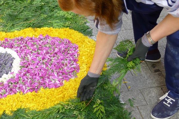 Photo of As alfombras florais vestirán o casco vello do Barco