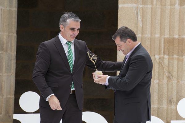 O presidente do CRDO Ribeiro, Miguel Ángel Viso, nunha edición anterior da entrega de premios deste consello.
