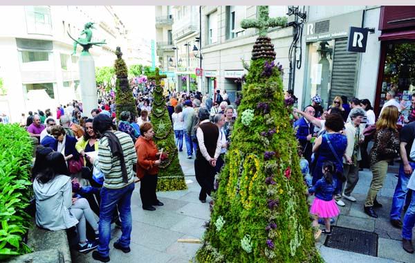 Maios tradicionais no casco antigo de Ourense.