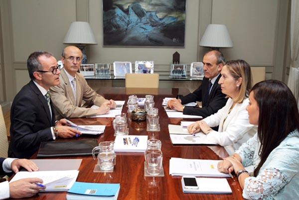 Photo of O alcalde de Ourense reúnese en Madrid coa ministra de Fomento