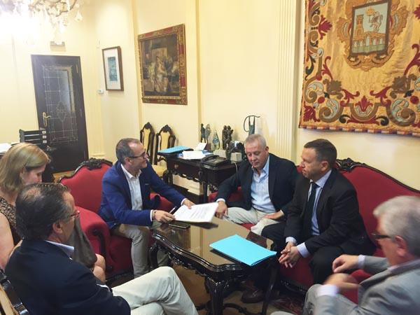 Photo of O alcalde de Ourense reúnese con representantes da Cámara de Comercio
