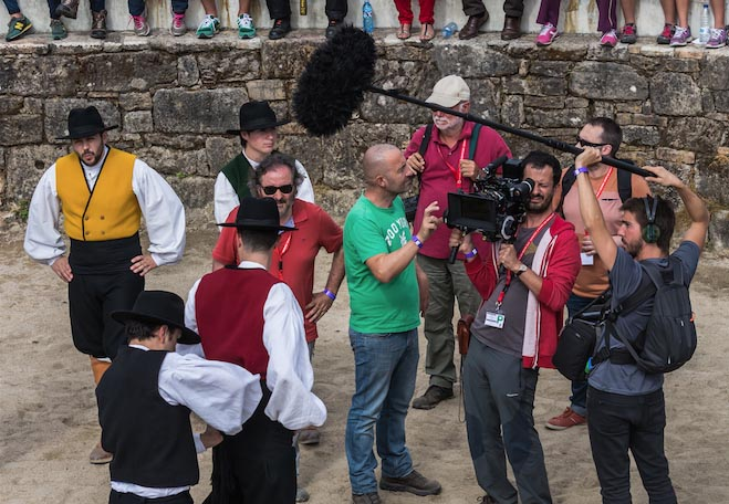 O director do filme, Ignacio Vilar, durante un momento do inicio da rodaxe no curro de Sabucedo./ Foto: Sindo Novoa.