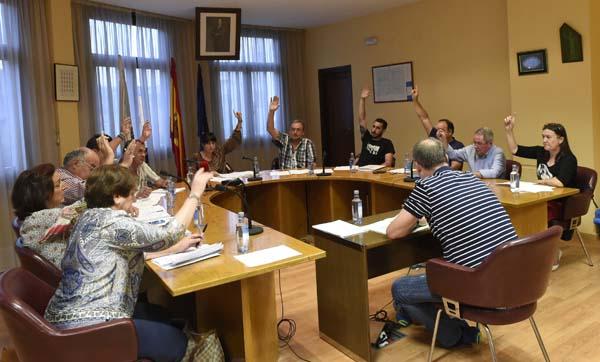 O Pleno Municipal da Rúa aprobaba a moción por unanimidade./ Foto: Carlos G. Hervella.