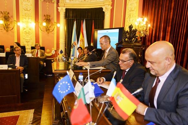 Photo of Os alcaldes do Eixo Atlántico reúnense coa responsable europea de Políticas Urbanas