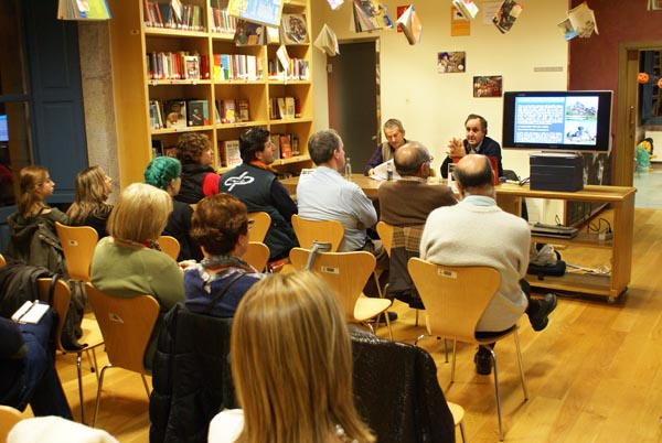 Un dos momentos da presentación./ Foto: Biblioteca P. Municipal de Verín.