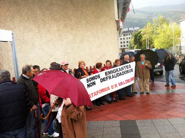 Photo of Os emigrantes retornados de Valdeorras seguen manifestándose
