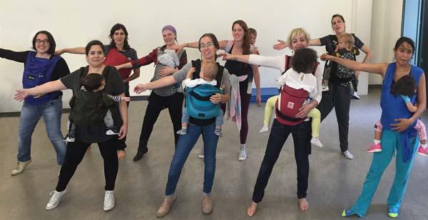 Photo of Baile para amosar os beneficios do porteo ergonómico de bebés