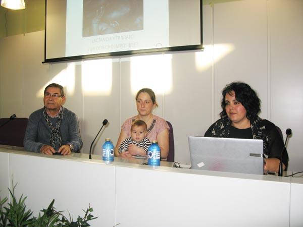 O concelleiro de Sanidade do Barco, Orlando Saavedra, a presidenta de De Nai a Nai, Lorena Prada,  e a ponente, Ana María García./ Foto: Ángeles Rodríguez.