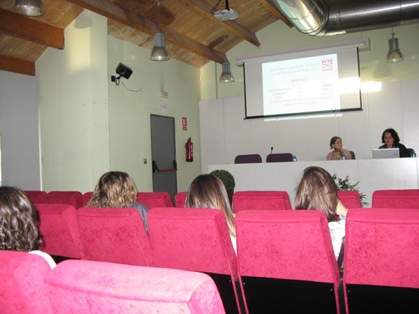 Un dos momentos da charla-coloquio, celebrada no Barco na tarde do 8 de outubro./ Foto: Ángeles Rodríguez.