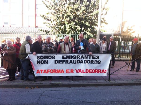 Photo of Continúan as concentracións dos emigrantes retornados de Valdeorras