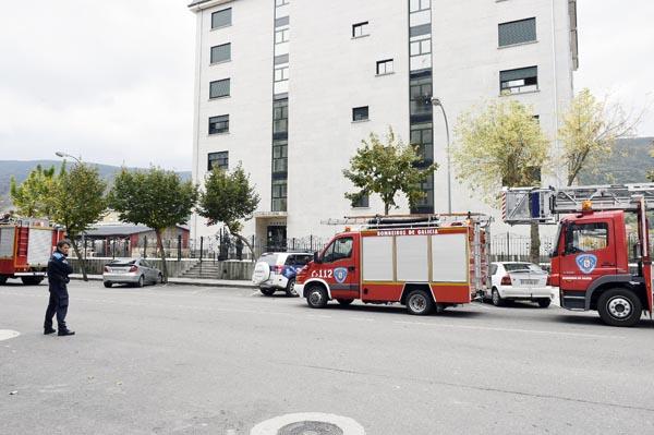Ata o lugar desprazábanse os bombeiros do Parque Comarcal de Valdeorras, o GES do Barco e a Policía Local.