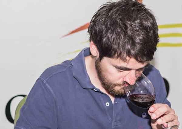 """O responsable editorial da  """"Guía Peñín"""", Javier Luengo, na cata evaluadora en Monterrei o pasado mes de xuño./ Foto: CRDO Monterrei."""
