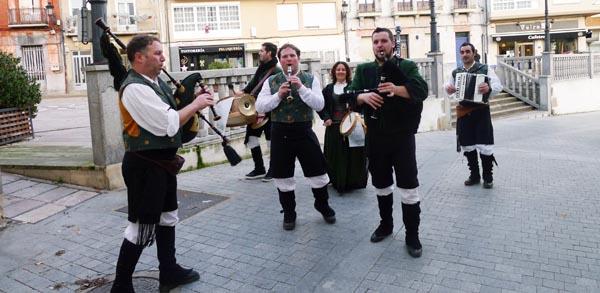 Photo of Os Bertolini poñen música tradicional na campaña de Nadal no Barco