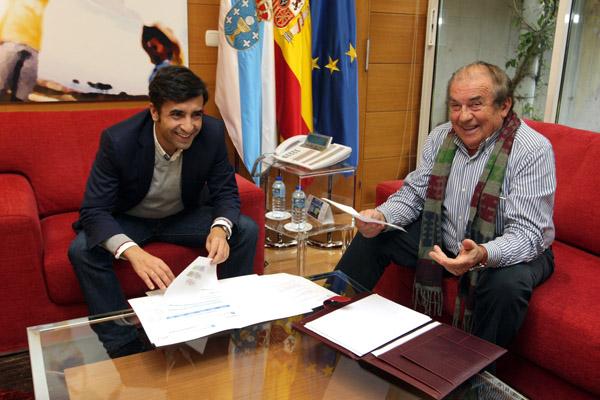 O conselleiro de Política Social na reunión mantida co alcalde do Bolo en Santiago.
