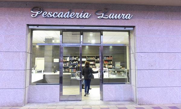 """Fachada da Pescadería """"Laura""""."""