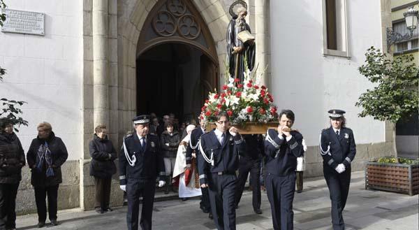 Photo of A Policía Local do Barco honra ao seu patrón