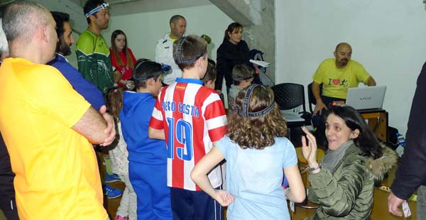 O presidente do Club Peña Trevinca, Pablo Aller, dando os resulados da proba. /Foto: Mónica G. Bellver.