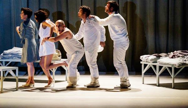 """Unha das esceas de """"Ensaio sobre a cegueira"""" de Sarabela Teatro. Foto: Sarabela Teatro."""