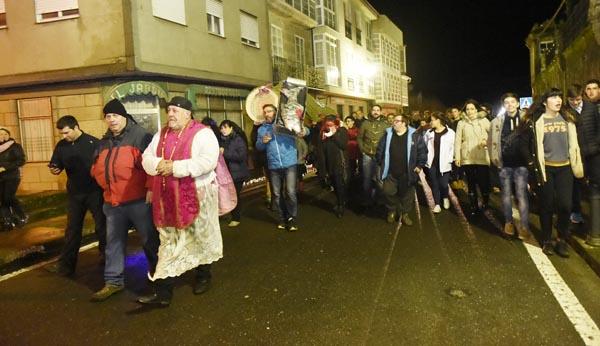Photo of Lardeiros, lamprea e sardiña en lata, de procesión por Trives