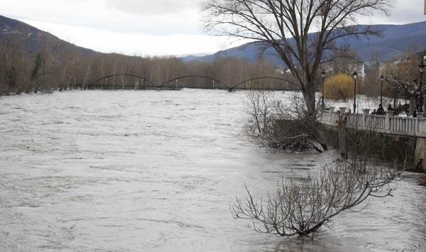 O río Sil convértese nun mar en Valdeorras