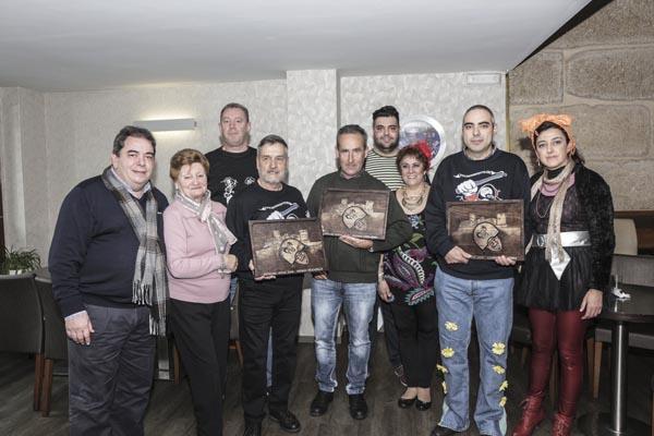 Os premiados cos representantes municipais de Verín./ Foto: Concello de Verín.