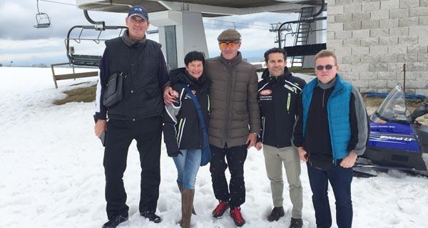 Directivos do equipo de remos de Bielorrusia cos responsables de Oca Nova Manzaneda.