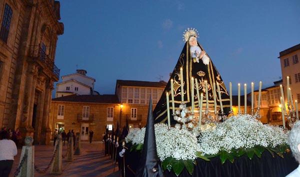 A Dolorosa na procesión do Santo Enterro. /Foto: José Manuel Feijóo.