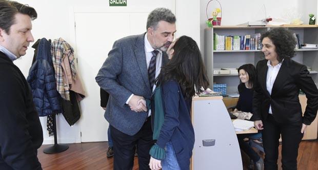 Alfonso Marnotes saudando ao persoal de AEVA:/ Foto: Carlos G. Hervella.