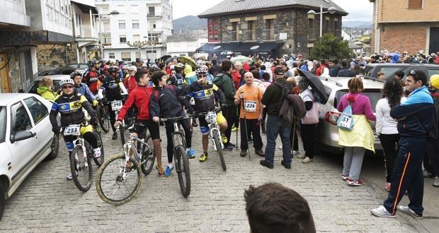 Photo of Máis de 500 persoas na I Marcha Memorial Anxo de Sousa Pérez, na Rúa