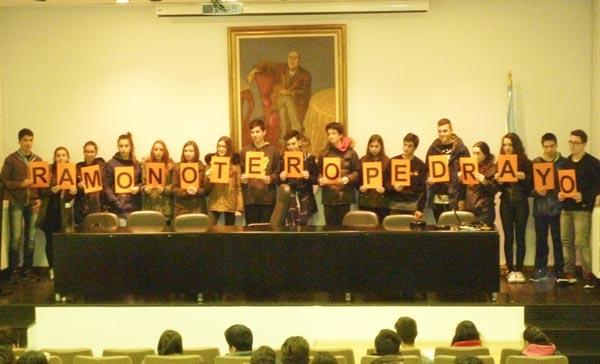 Photo of Un cento de alumnos ourensáns sopra as candeas do aniversario de Pedrayo