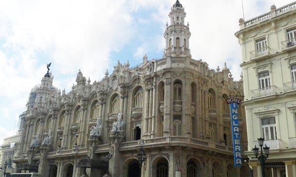 """O Gran Teatro da Habana (Cuba) trala restauración. /Foto cedida por Felipe Cid, director da """"Cova Céltiga""""."""