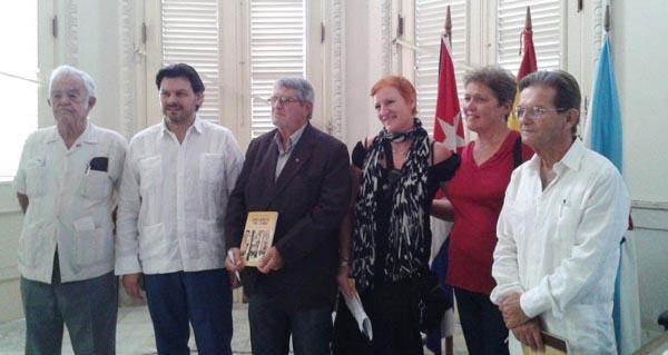 """Photo of O director de """"Cova Céltiga"""" presenta o seu libro no Centro Galego da Habana"""