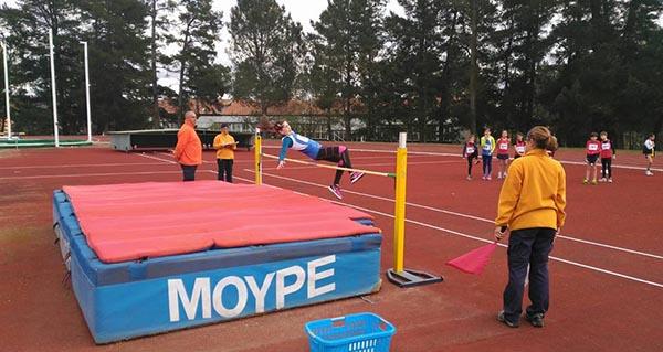 Photo of Uns 300 rapaces corren na Segunda Previa de Atletismo en Pista en Pereiro de Aguiar