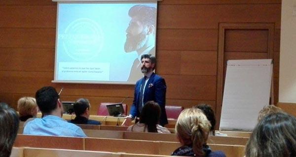 Photo of O barquense Álex Dobao imparte unha charla na Ceo