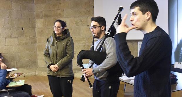 Photo of Aprendendo a afinar a gaita galega con Daniel Bellón, en Castro Caldelas