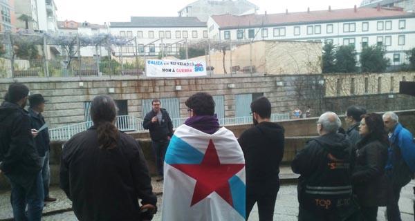 Unha das intervencións durante esta acción reivindicativa do BNG nas Burgas.