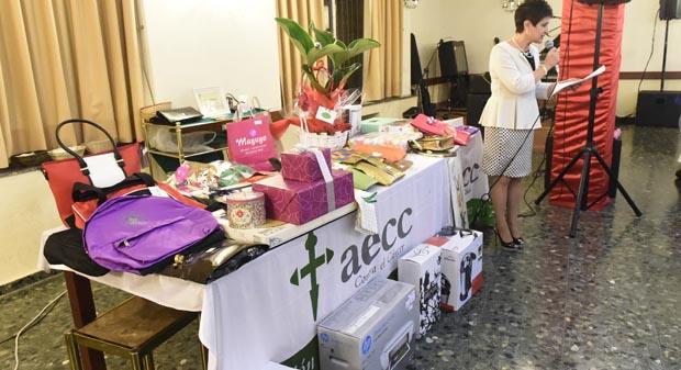 Photo of A cea benéfica da AECC no Barco reunía a un cento de persoas