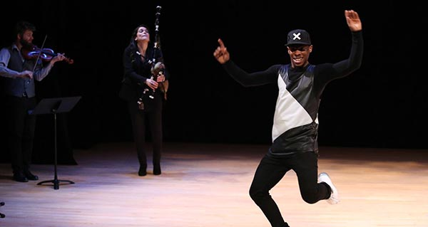 Photo of Cristina Pato comparte xira por EE UU con Lil Buck, bailarín de Madonna