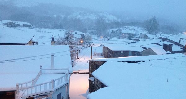 Photo of Lamalonga amence vestida de neve