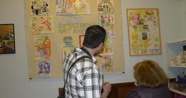Photo of Alberto Álvarez expón na aula taller de arte Bea Romarty do Barco