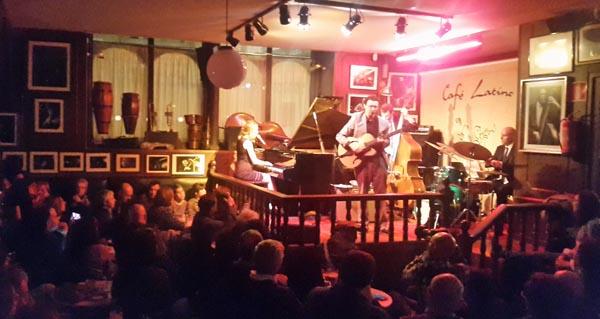 Photo of A pianista Sarah McKenzie abarrota o Café Latino de Ourense no festival de jazz