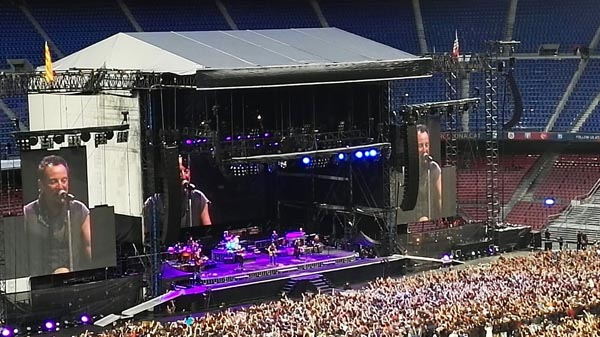 """Photo of Ao ritmo de """"Born in the USA"""", con Springsteen"""