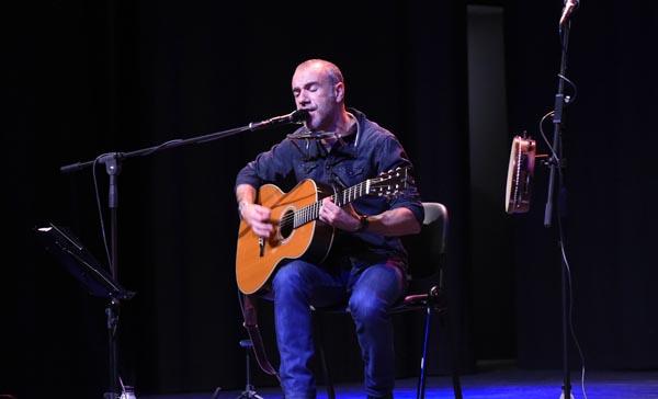 Photo of Dobre cita co cantautor Emilio Rúa no oriente ourensán