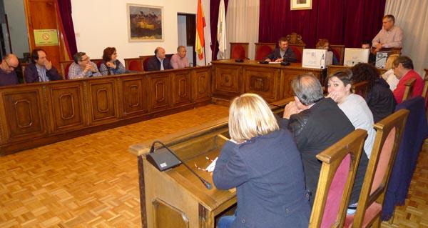 En ausencia do alcalde, a sesión foi presidida por Aurentino Alonso./ Foto: Ángeles Rodríguez.