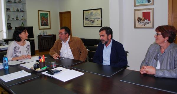 Photo of O alcalde de Sandiás aborda a situación dos cultivos coa conselleira de Medio Rural
