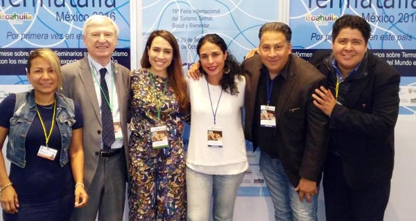 O director da feira acompañado pola Conselleira de Turismo de España en México, reporteiros de Televisa e outros profesionais do sector no stand de Termatalia en Expo Spa.