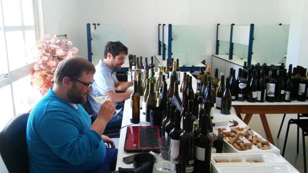 """Photo of O director da """"Guía Peñín"""" cata os viños valdeorreses"""
