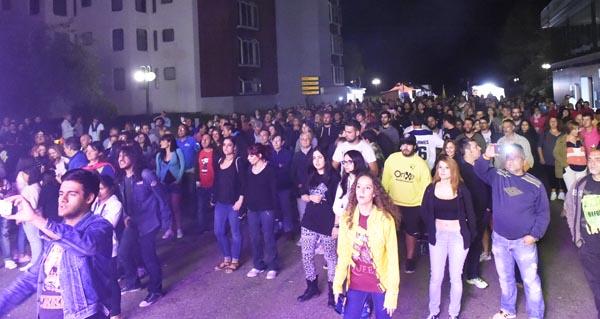 Photo of O público réndese á música de Queen en Manzaneda