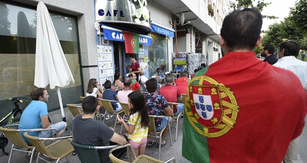 Photo of A afección portuguesa apoia á súa selección de fútbol na final da Eurocopa