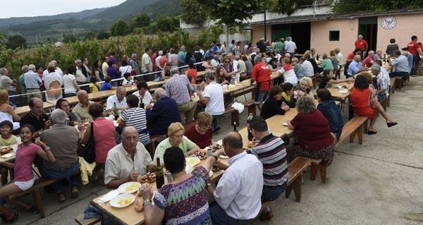 Asistentes á pasada edición sa xuntanza popular en Vilela. /Foto: Carlos G. Hervella.